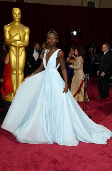 Lupita Nyong'o absolument divine dans cette robe voluptueuse