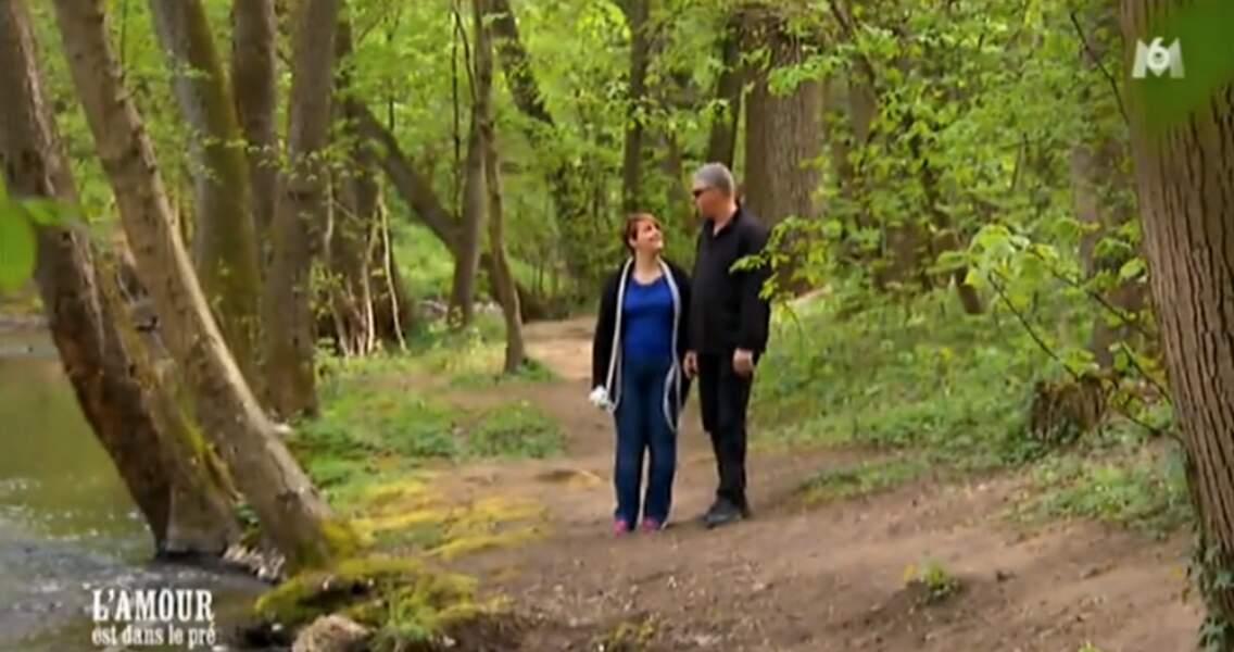 Florence et Eric s'offrent une balade en forêt. Ils sont trop mignons