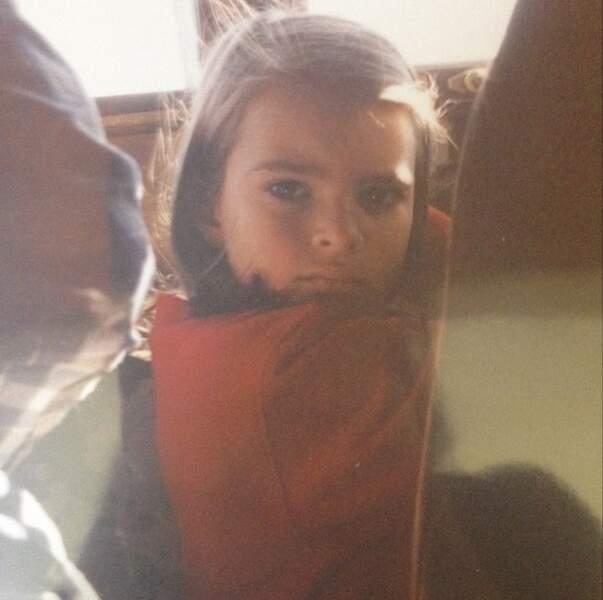 Devinez qui est cette charmante petite fille ? La sublime Emily Ratajkowski. Et oui !