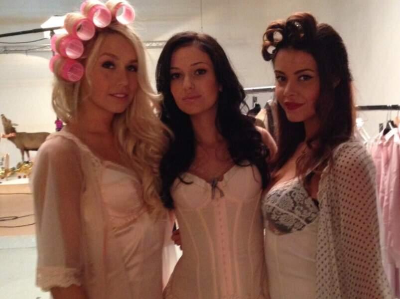 Les trois belles Laetitia, Coralie et Jade en plein maquillage !