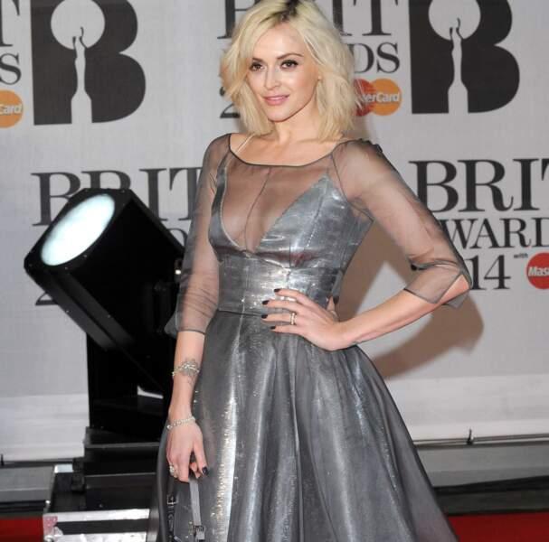 Fearne Cotton, icône de la télévision britannique, a ébloui tout le monde dans sa robe grise
