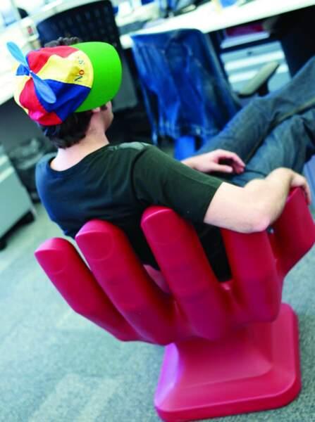 A New York, on peut s'asseoir dans une main géante