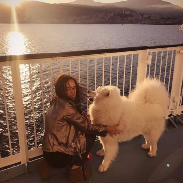 Point animaux : le chien d'Alizée et Grégoire Lyonnet a fait son premier voyage en bateau.