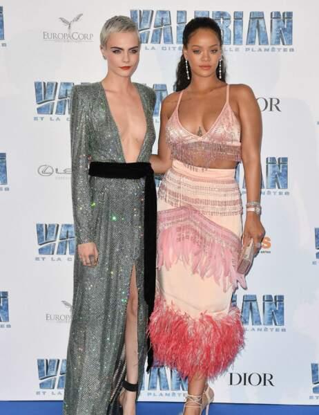 Cara Delevingne et Rihanna ont misé sur des décolletés...plongeants