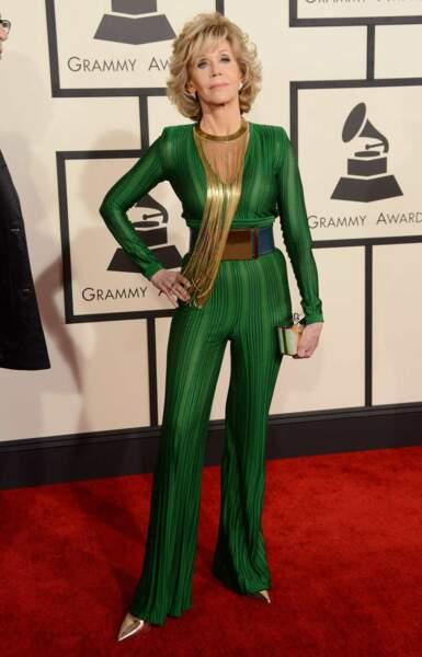 Et on termine avec le look vert vitaminé de Jane Fonda
