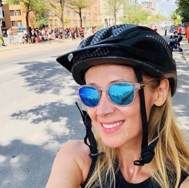 Et suivez l'exemple de Lara Fabian : le casque à vélo, c'est le bon réflexe !