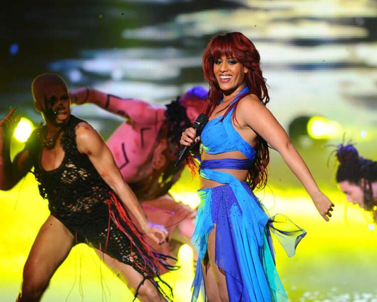 """Amel Bent est encore plus à l'aise sur scène depuis sa participation à """"Danse avec les stars""""."""