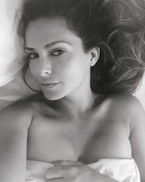 Selfie au lit pour Clara Morgane.