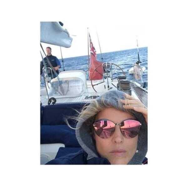 Et Eva Herzigova a regretté d'avoir voulu faire du bateau sans sa doudoune.