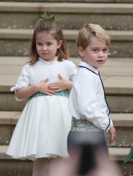 Le prince George et la princesse Charlotte attendent le début de la cérémonie