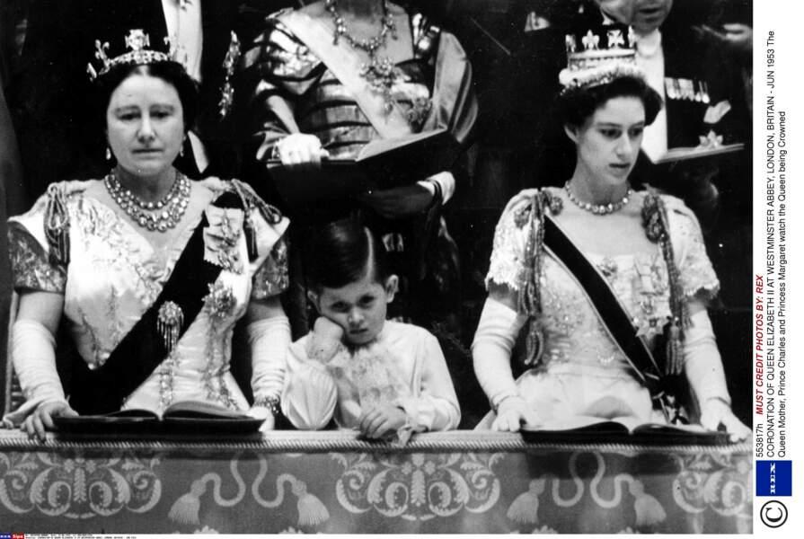 Au couronnement, il a fallu être sage et écouter Queen Mum et tante Margaret