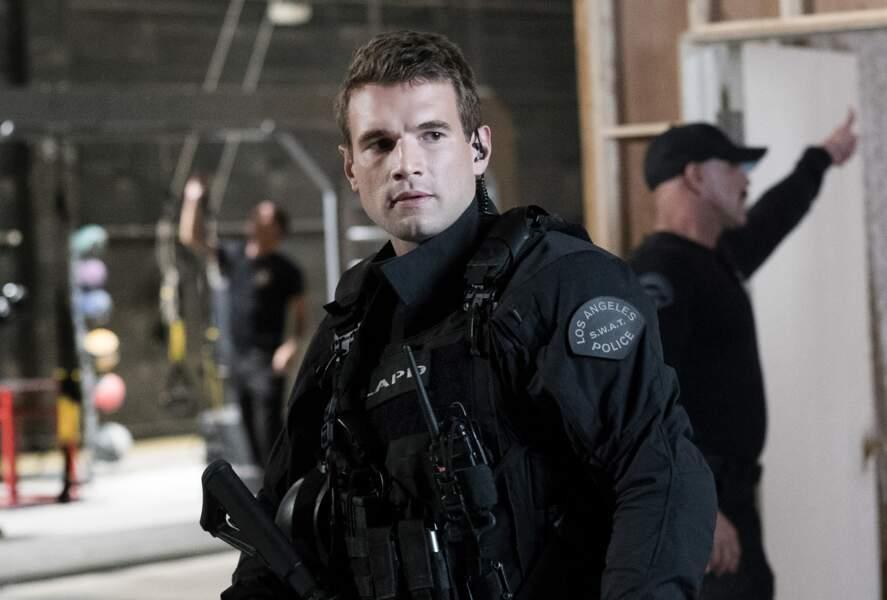 Alex Russell est l'officier Jim Street, un des jeunes loups de la troupe