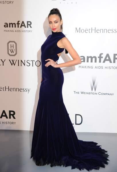 Madalina Ghenea, à tomber, lors du Gala de l'AmfAR