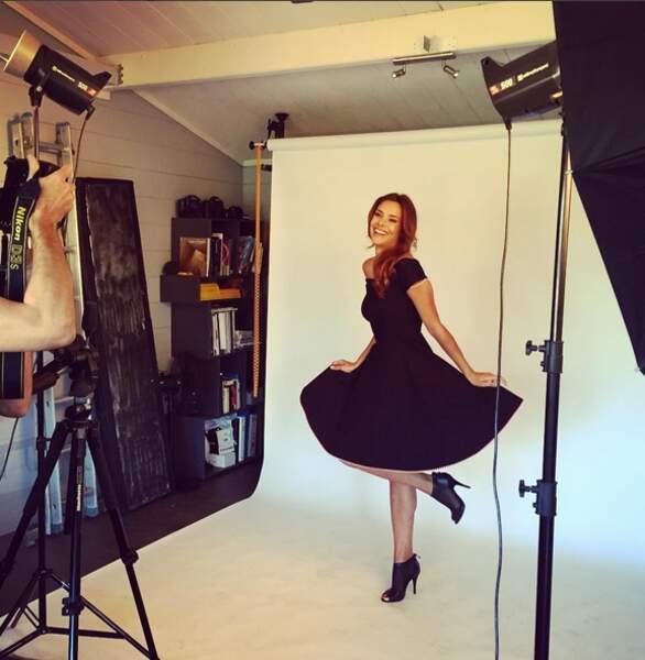 Pendant que Marine Lorphelin prépare un nouveau shooting en petite robe noire.