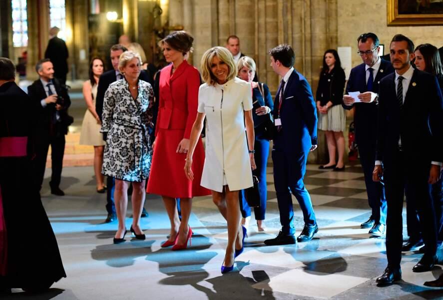 Brigitte Macron et Melania Trump pénètrent dans Notre Dame