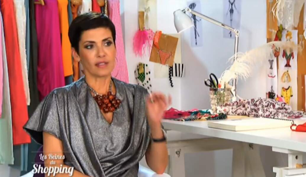 Sobre et classe : le Cristina Cordula staïle. Comme chaque semaine, on adore !