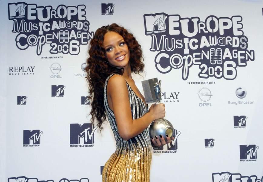 Le succès est tel qu'elle remporte plus de 15 prix l'année suivante, dont un MTV Europe Music Award.