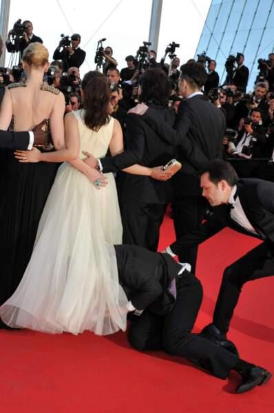 Ni vu ni connu, un homme s'est jeté sous la robe d'America Ferrera (enfin, ni vu ni connu pendant deux secondes...)