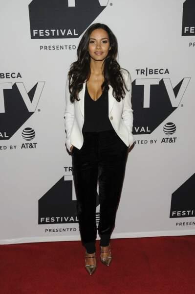 Jessica Lucas, aussi sublime à l'écran que sur le tapis rouge…