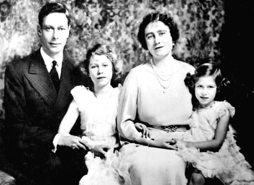 Le prince Albert et la princesse Elisabeth posent avec leurs deux jolies petites filles