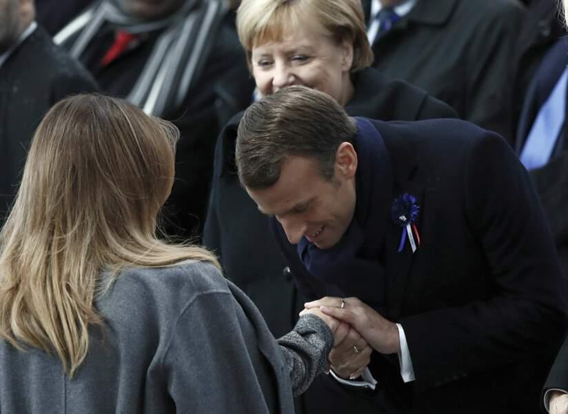 Emmanuel Macron accueille Melania Trump façon gentleman