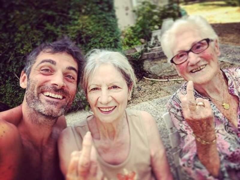 Les grands-mères de Gil Alma étaient de bonne humeur...