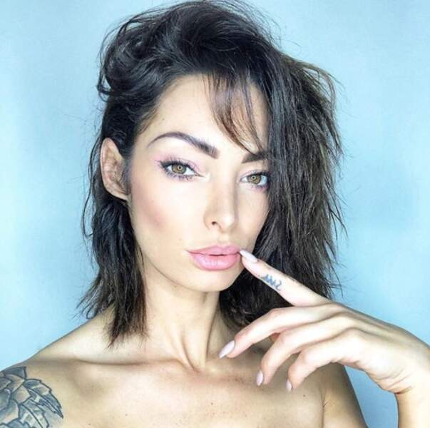 Et Emilie Nef Naf est finalement redevenue brune. Vous aimez ?