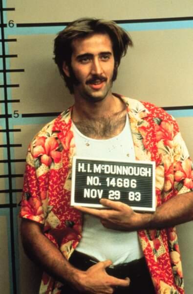 Rouflaquette et coiffure en pétard ne suffisant pas, Nicolas tente la moustache dans Arizona Junior