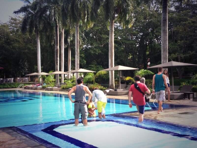 Marine Lorphelin en tournage à la piscine
