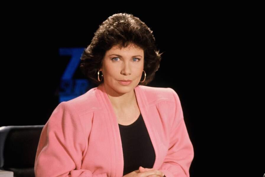 Dès 1988, dans 7/7, la journaliste ose le rose ! Mais la coupe, ce n'est pas encore ça...