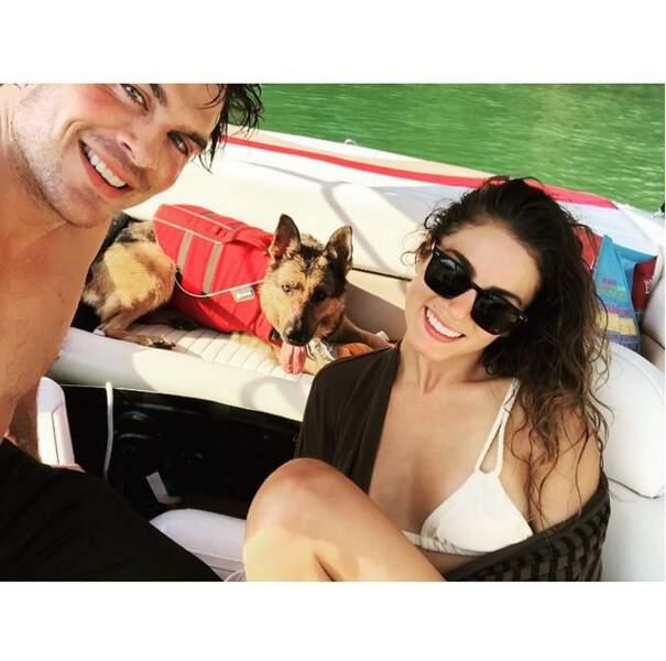 En famille aussi pour Ian Somerhalder, son épouse Nikki Reed et leur chien sur un lac.