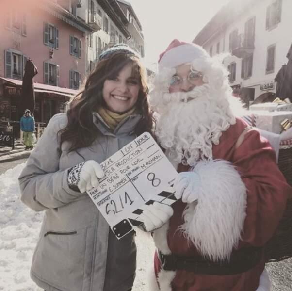 Pendant ce temps-là, Laetitia Milot rencontrait le Père Noël en avance.