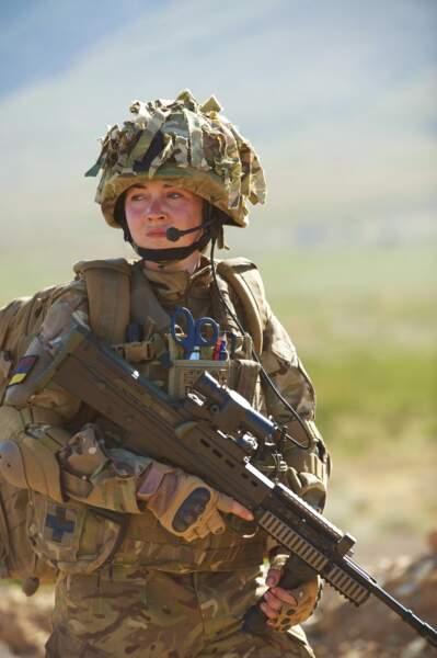 L'histoire : celle d'une jeune fille un peu paumée et grande gueule qui trouve une planche de salut dans l'armée