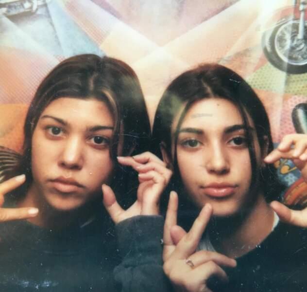 A quoi ressemblaient Kourtney et Kim Kardashian à l'âge ingrat ? A ça.