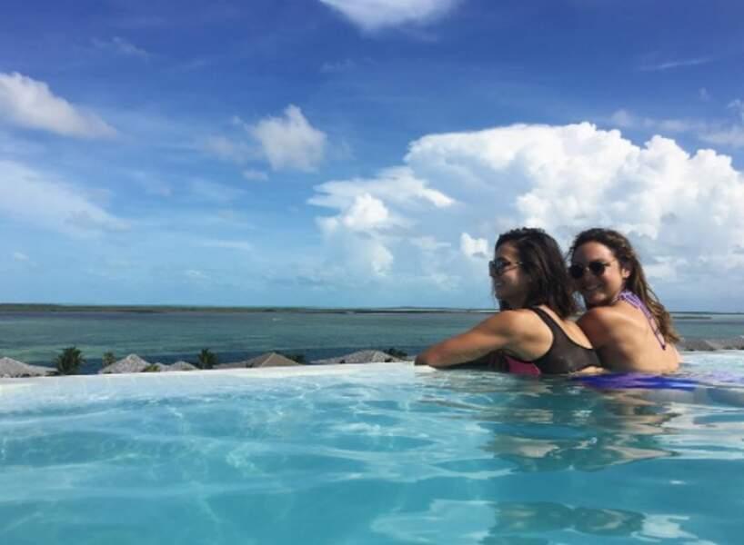 Soleil, piscine et copines : les vacances parfaites pour Nina Dobrev !