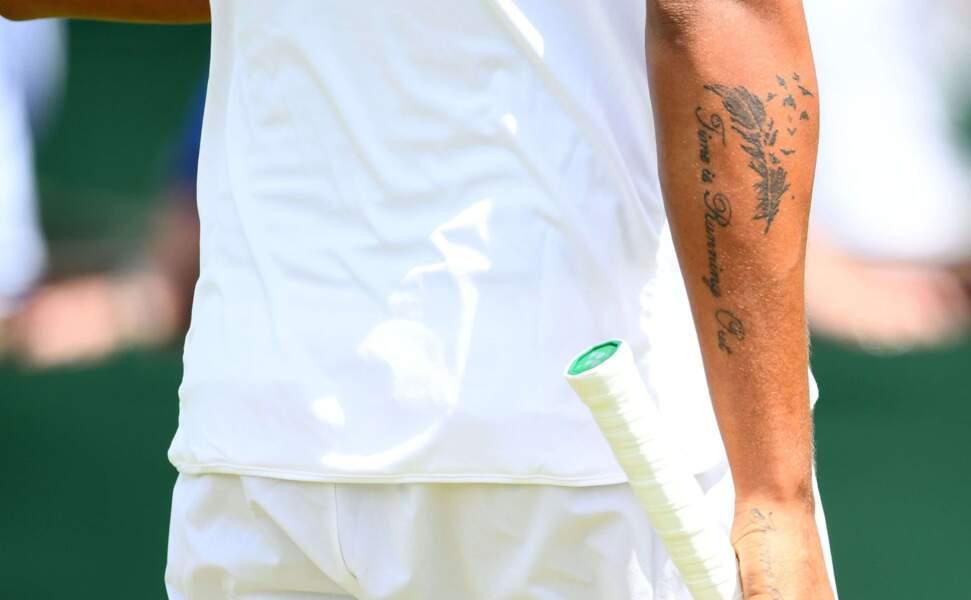 L'Australien s'est même fait tatouer sur le doigt l'âge de sa grand-mère, dont il était très proche