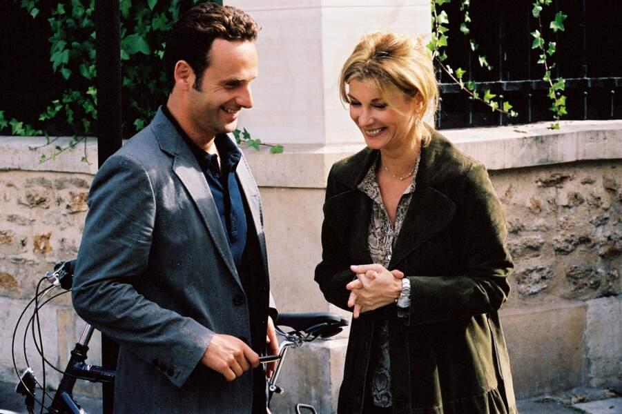 En 2006, il tombe sous le charme de Michèle Laroque dans Comme t'y est belle !