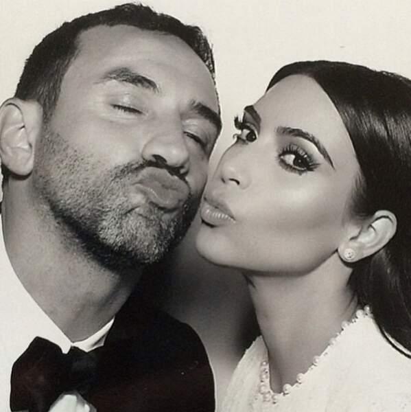 Kim Kardashian a dit oui à son chéri, dans une robe signée Riccardo Tisci pour Givenchy, ici en photo !