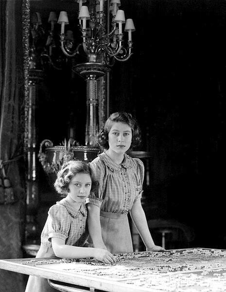 Sa sœur Margaret et elles n'iront d'ailleurs jamais car elles ont toujours été suivies par un précepteur au palais