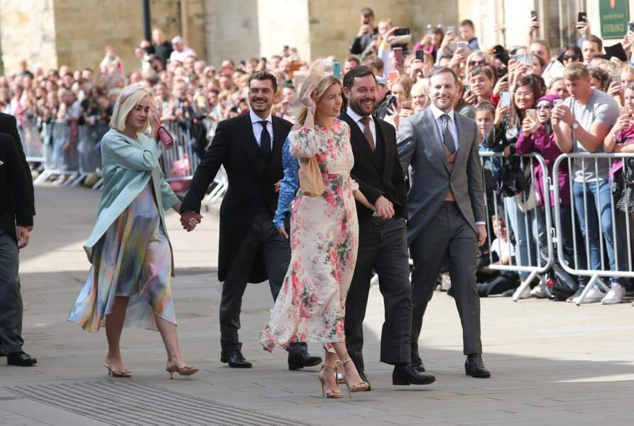 Sous les regards des badauds, ravis, massés aux abord de la cathédrale d'York