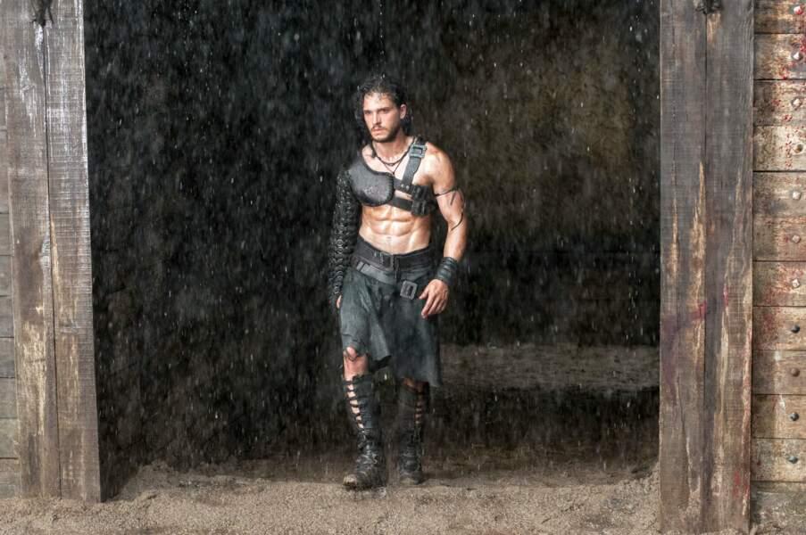 Kit Harington fait une entrée remarquée dans l'arène dans Pompéi (2014)