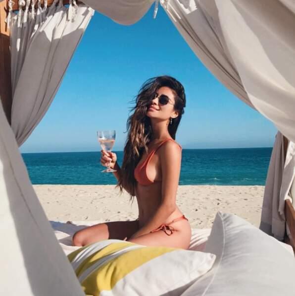 Tout aussi sexy : la belle Shay Mitchell à la plage, même si cette photo est vintage.