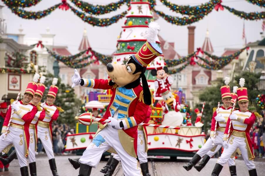 Dingo tout beau lors de la parade de Noël