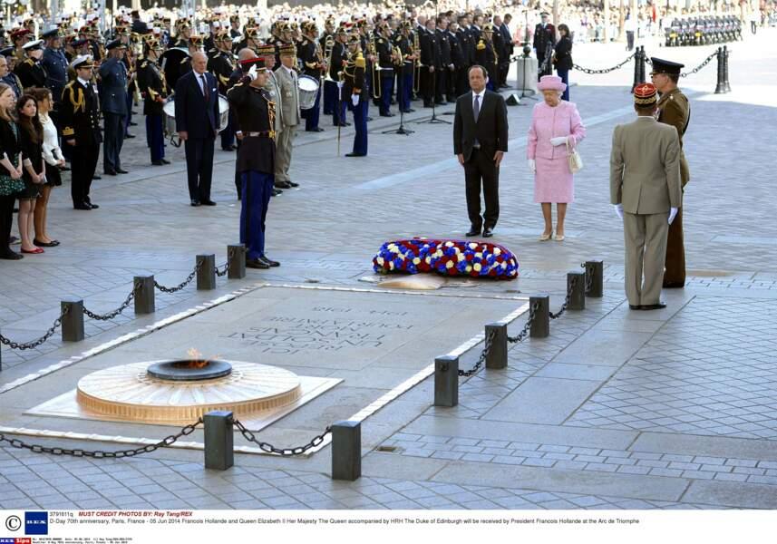 En juin 2014, Elisabeth II commémore avec François Hollande le 70è anniversaire du débarquement de 1944