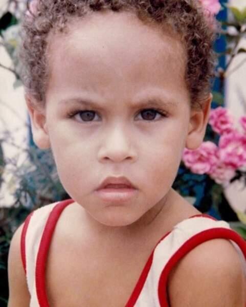 Mais qui c'est ? C'est le footballeur Neymar Jr.