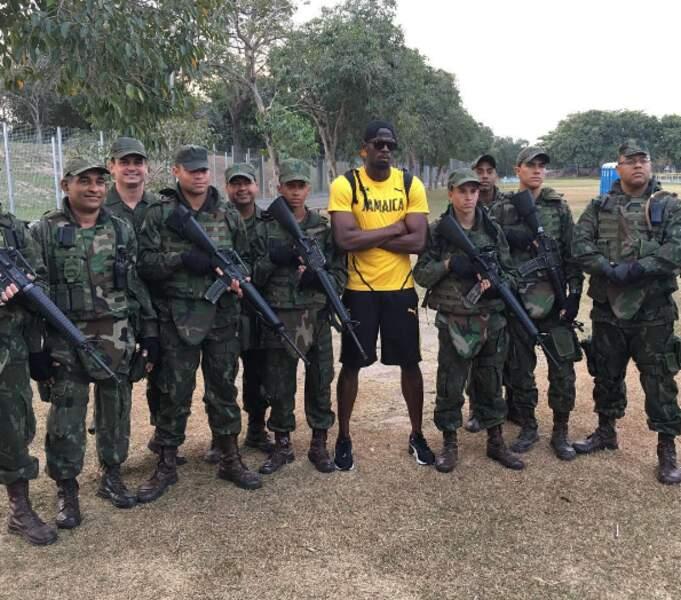 Usain Bolt, bien entouré