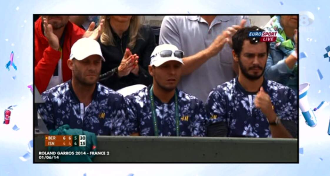 """Dans la catégorie """"ambiance vacances"""" : les t-shirts Hawaï du staff de Tomas Berdych"""