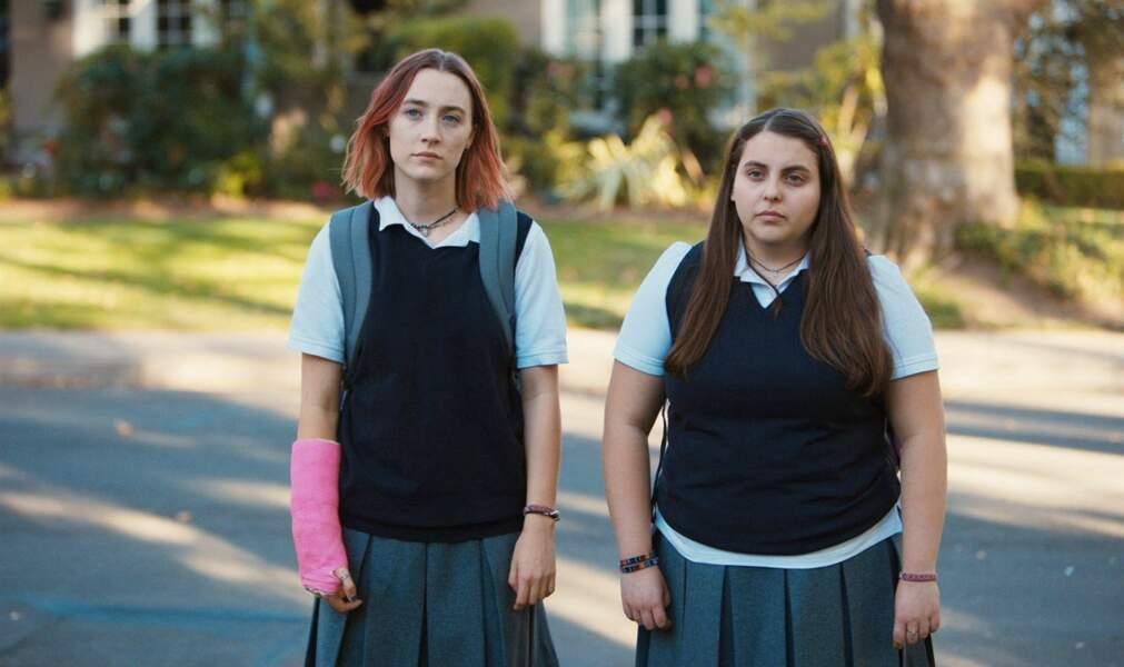 Avec ses cheveux roses et son look d'écolière, elle ne passe pas inaperçue