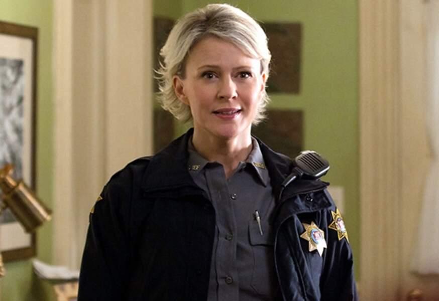 L'actrice a ensuite joué de nouveau une mère de famille, et chérif, dans Vampire Diaries