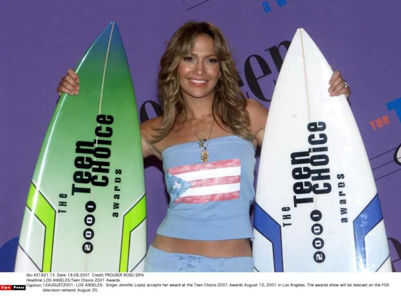 Un look à la Farrah Fawcett en mode beach girl à l'occasion des Teen Choice Awards en 2001.